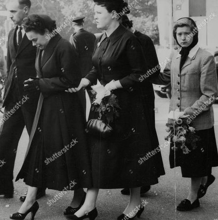 Violet Wright (known As Vicky Wright) Mother Of Reggie And Colin Wright Twins Who Died In Benfleet Houseboat Fire - Suspected Arson Case. Mrs Wright Is Supported At The Funeral Of Her Sons. Box 748 912041722 A.jpg.