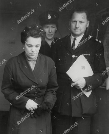 Violet Wright (known As Vicky Wright) Mother Of Reggie And Colin Wright Twins Who Died In Benfleet Houseboat Fire - A Suspected Arson Case - Leaving A Court Hearing. Box 748 61204177 A.jpg.