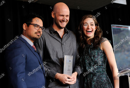 Chris Ohlson, center, poses with event co-hosts Michael Pena, left, and Emmy Rossum after receiving the Piaget Producers Award at the Film Independent Spirit Awards Nominees Brunch at BOA Steakhouse, in West Hollywood, Calif