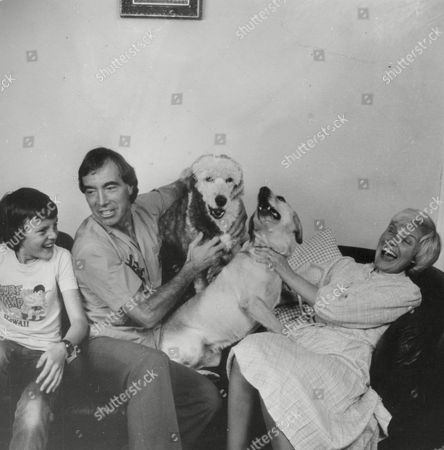 Comedian Bernie Clifton At Home With His Wife Madge And Son David. Box 750 114041740 A.jpg.