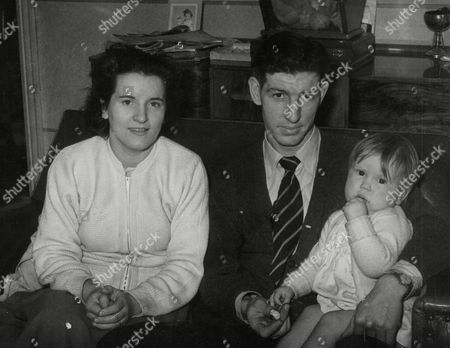 Footballer Roy Clarke And Wife With Their Baby Daughter Jane. Box 751 92404179 A.jpg.