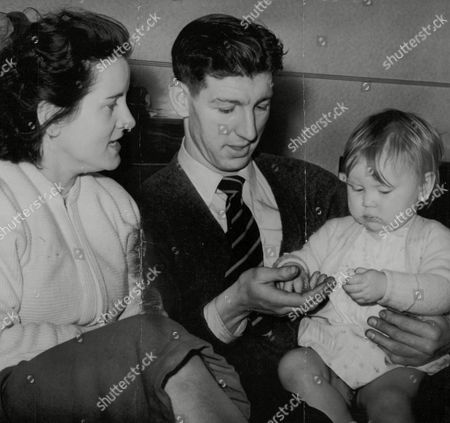 Footballer Roy Clarke And Wife With Their Baby Daughter Jane. Box 751 92404178 A.jpg.