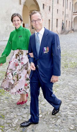 30-09-2017 Parma Family de Bourbon de Parma arrive for the ceremony at the Sala dell?Anticamera del trono of Palazzo Farnese at Palazzo Farnese in Parma, Italy.  Prince Jaime of Bourbon-Parma, Count of Bardi and Princess Viktoria de Bourbon de Parma ' PPE/Nieboer //PICTUREPRESSEUROPE_ppe010221/Credit:PPE/WERF/SIPA/1710011250