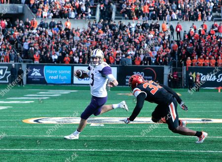Jake Browning, Jalen Moore. Washington quarterback Jake Browning (3) and Oregon State's safety Jalen Moore during an NCAA college football game, in Corvallis, Ore