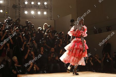 Shanelle Nyasiase on the catwalk