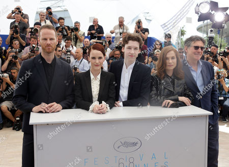 From left, Joachim Trier, Rachel Brosnahan, Devin Druid, Isabelle Huppert and Gabriel Byrne during a photo call for the film Louder than Bombs, at the 68th international film festival, Cannes, southern France