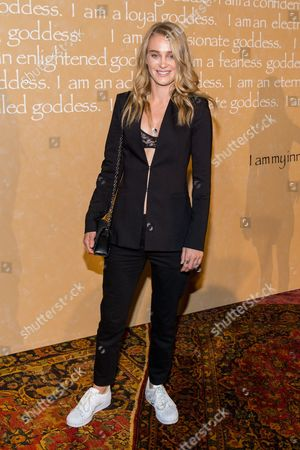 Elizabeth Gilpin attends the Alice + Olivia by Stacey Bendet Fashion Presentation, in New York