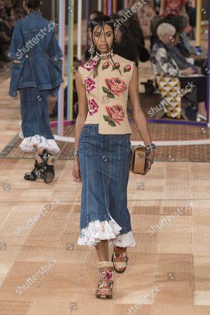Stock Photo of Alyssa Traore on the catwalk
