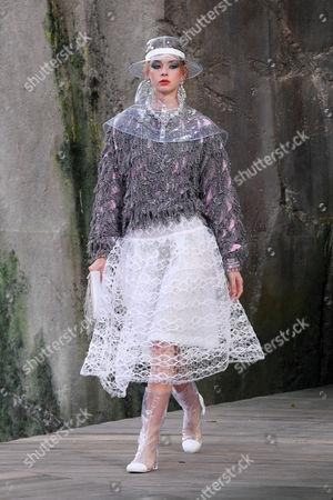 Stock Picture of Lauren de Graaf on the catwalk