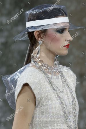 Irina Djuranovic on the catwalk, detail