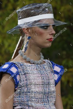 Lexi Boling on the catwalk, detail