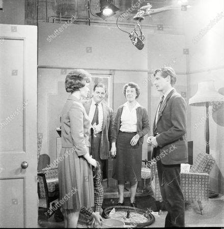 Patricia Shakesby (as Susan Cunningham), Frank Pemberton (as Frank Barlow), Noel Dyson (as Ida Barlow) and William Roache (as Ken Barlow)