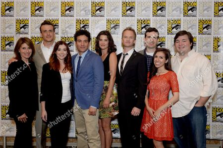 "From left, executive producer Pamela Fryman, actors Jason Segal, Alyson Hannigan, Josh Radnor, Cobie Smulders, Neil Patrick Harris, co-creator and executive producer Craig Thomas, Sandra Gonzalez and co-creator and executive producer Carter Bays attend the 20th Television ""How I Met Your Mother"" press room on Day 4 of Comic-Con International on in San Diego, Calif"