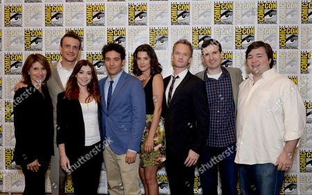 "From left, executive producer Pamela Fryman, actors Jason Segal, Alyson Hannigan, Josh Radnor, Cobie Smulders, Neil Patrick Harris, co-creator and executive producers Craig Thomas and Carter Bays attend the 20th Television ""How I Met Your Mother"" press room on Day 4 of Comic-Con International on in San Diego, Calif"