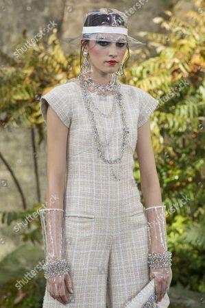 Irina Djuranovic on the catwalk