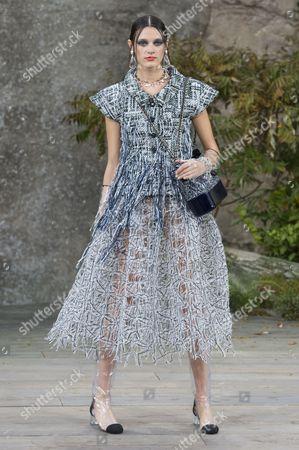 Stock Photo of Leila Goldkuhl on the catwalk