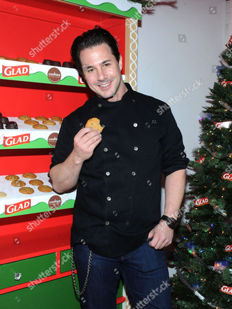 Celebrity pastry chef Johnny Iuzzini joins The Glad Products Company to celebrate National Cookie Day and the 89th annual New York Stock Exchange tree lighting by giving away thousands of cookies, in New York. For every cookie exchanged this holiday season, Glad will make a donation to its longstanding partner Cookies for Kids' Cancer, a nonprofit that raises funds for pediatric cancer research through cookie sales