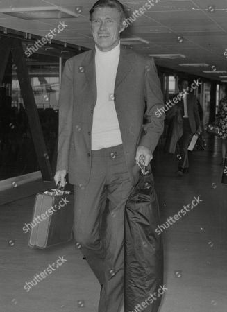 American Actor Chuck Connors Arriving At Heathrow Airport. Box 757 418051739 A.jpg.