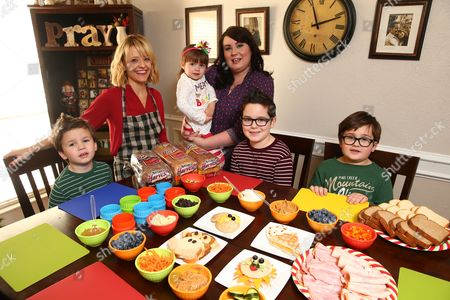 Stock Image of Celebrity Chef Kelsey Nixon poses with the winner of the Sandwich Art Photo Contest Kelly Tillotson and her children Henry, 4, Matilda, 3, Brigham, 7, and Oliver, 6, at Nature's Harvest  bread's Kitchen Crash with Celebrity Chef Kelsey Nixon, in Forney, TX
