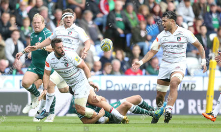 Gareth Owen of Leicester Tigers passes out of the tackle to Valentino Mapapalangi of Leicester Tigers