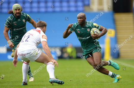 Topsy Ojo of London Irish in action against Joe Ford of Leicester Tigers during the Aviva Premiership match between London Irish and Leicester Tigers at Madejski Stadium on October 7th 2017 in Reading, Berkshire, England. (Photo by Gareth Davies/PPAUK)