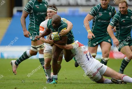 Topsy Ojo of London Irish is held in the tackle by Jonny May of Leicester Tigers during the Aviva Premiership match between London Irish and Leicester Tigers at Madejski Stadium on October 7th 2017 in Reading, Berkshire, England. (Photo by Gareth Davies/PPAUK)