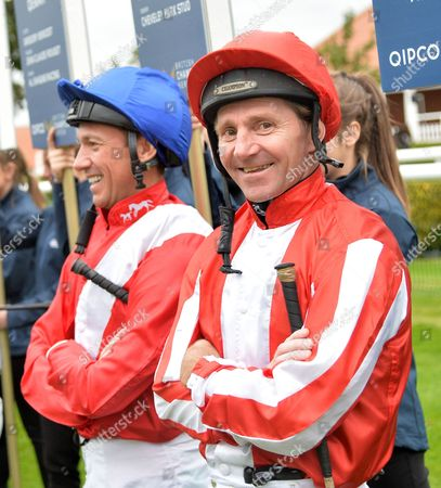 (R) Jimmy Fortune, veteran jockey, who today announced his retirement, is feted by his fellow jockeys before his last race.