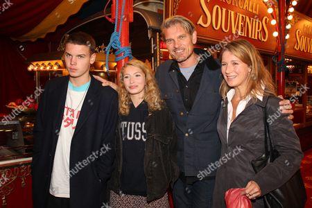 Stock Photo of Goetz Otto, Ehefreau Sabine, ihre Kinder Lino, Luna