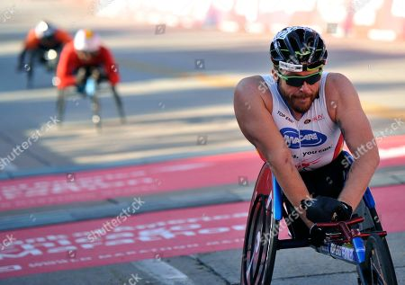 Kurt Fearnley of Australia finishes in second place in the wheelchair 2017 Bank of America Chicago Marathon, in Chicago