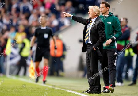 Scotland coach Gordon Strachan gestures during the World Cup Group F qualifying soccer match between Slovenia and Scotland, at the Stozice stadium in Ljubljana, Slovenia
