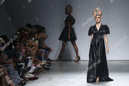 A model displays a creation by fashion designer Nadir Tati from Angola during her runway show at Lisbon Fashion Week, at Carlos Lopes Pavillion in Lisbon, Portugal, 08 October 2017.