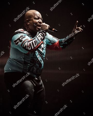 Young MC perform