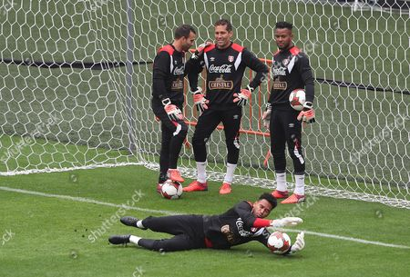 Peruvian goalkeepers Jose Carvalho (L), Leao Butron (C), Carlos Caceda (R) and Pedro Gallese (below), participate in a training session at the National Stadium in Lima, Peru, 09 October 2017. Peru will seek on 10 October to end 36 years without qualifying for a World Cup tournament, in a match of the final date of the South American qualifiers that will face a Colombia that also hopes to seal the ticket for Russia 2018.