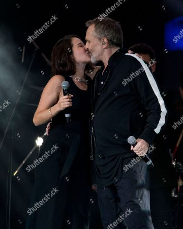 "Ximena Sarinana, Miguel Bose. Mexican singer-songwriter Ximena Sarinana, left, and Spanish musician Miguel Bose, kiss during the ""Estamos Unidos Mexicanos"" or Mexicans United concert, in Mexico City's main square, the Zocalo, . The free concert was held to help relief efforts in Mexico in the aftermath of the Sept. 7 and 19, earthquakes. More than 150,000 people attended"