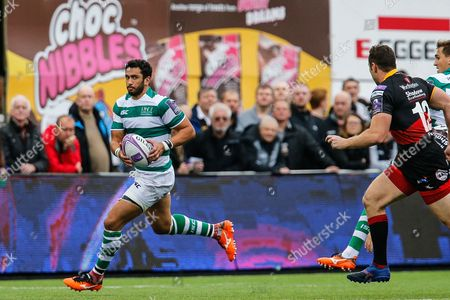 Maxime Mermoz finds some space. Newcastle Falcons v Newport Gwent Dragons in the European Challenge Cup on Saturday 13th October 2017 at Kingston Park, Newcastle upon Tyne.