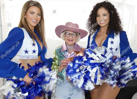 Baddie Winkle checked off her Dallas #BadAssBucketList activity with Hotels.com®, watching the Dallas Cowboys, on in Arlington, Texas. Baddie Winkle received the ultimate VIP treatment ? getting to meet the famous Dallas Cowboys Cheerleaders and watch the players from the field! Baddie's #BadAssBucketList celebrates Hotels.com® Rewards ? if only everything in life was as rewarding as Hotels.com Rewards