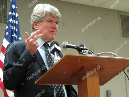 Retired attorney and former Wisconsin Democratic Party chairman Matt Flynn launches his candidacy for governor, in Madison, Wis