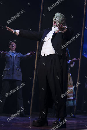 Stock Photo of Shuler Hensley (The Monster) during the curtain call