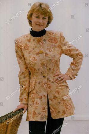 Sue Cook Tv Presenter. Box 759 1025051729 A.jpg.