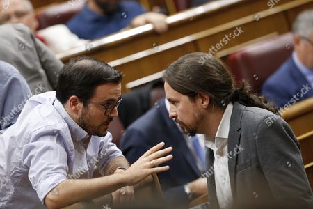 General Secretary of Podemos (We can) party Pablo Iglesias (R) chats with Izquierda Unida (IU) leader Alberto Garzon (L) during Question Time at the Lower House in Madrid, Spain, 11 October 2017. The Government will undergo Question Time a day after Catalonia's regional President Carles Puigdemont declared the region's independence but suspended its effects immediately for a few weeks to search a dialogue with the Spanish Central Government.