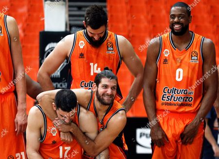 Valencia Basket players Spanish shooting guard Rafa Martinez (L) and French point guard Antoine Diot (C) joke next to Montenegrin center Bojan Dubljevic (C-up) and US power forward Will Thomas (R) after a press conference in Valencia, eastern Spain, 11 October 2017. Valencia Basket will play against Khimki this season's first Euroleague game on 12 October.