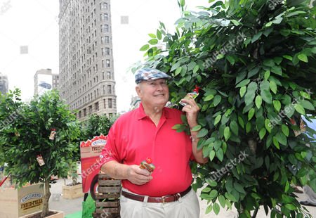 TV personality Willard Scott celebrates the launch of Smucker's new Fruit-Fulls Pure Blended Fruit, in New York City's Flatiron District. Smucker's Fruit-Fulls Pure Blended Fruit are made from all-natural, high quality ingredients and available at retail and grocery stores nationwide