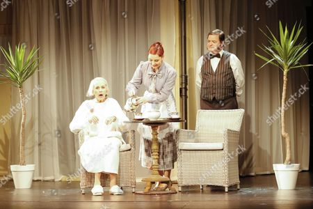 Stock Photo of Brigitte Grothum (spielt: Hannah Hill Mutter of Charlie), Viktoria Feldhaus (spielt: Ballett Taenzerin, Dienstmaedchen, Minnie, 3. Frau), Joerg Westphal (spielt: Al Reeves, Leiter der Chaplin Studios, James, Passant/2. Mann)