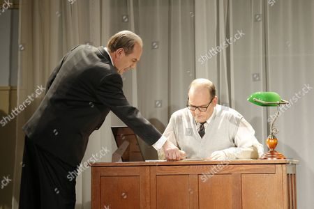 Stock Image of Oliver Nitsche (spielt: Mack Sennett, J Edgar Hoover,Setmitarbeiter), Herbert Schoeberl (spielt: Veranstalter, Rollie, Jack, Schiffskapitän, Barton, 1. Mann)