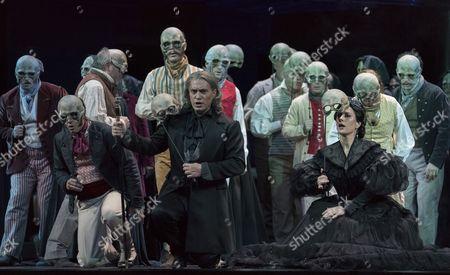 Erwin Schrott as Procida, Malin Bystrom as Helene