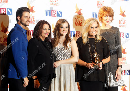 Stock Photo of Karen Peck Gooch, second from the right, Jeff Hawes, left, Susan Peck Jackson, second from the left, and Kari Gooch, center, of the group Karen Peck and New River pose for a photo with song writer Kenna West at Lipscomb University for the Dove Awards, in Nashville, Tenn