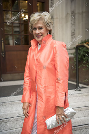 Dame Kiri Te Kanawa arrives at the ceremony where she received a lifetime achievement award