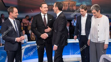 (L-R) NEOS party leader Matthias Strolz, leader of the right-wing Austrian Freedom Party (FPOe) Heinz-Christian Strache, Austrian Chancellor and head of the Social Democratic Party (SPOe) Christian Kern, Austrian Foreign Minister Sebastian Kurz, the leader and top candidate of the Austrian Peoples Party (OeVP) and top candidate of the Austrian Green Party Ulrike Lunacek prior to a television debate in Vienna, Austria, 12 October 2017. Austrian federal elections will take place on 15 October 2017.