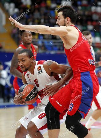 Leo Westermann (R) of CSKA Moscow in action against Andrew Goudelock (L) of AX Armani Exchange Olimpia Milan during the Euroleague basketball match between CSKA Moscow and AX Armani Exchange Olimpia Milan in Moscow, Russia 12 October 2017.