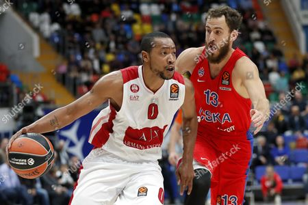 Sergio Rodriguez (R) of CSKA Moscow in action against Andrew Goudelock (L) of AX Armani Exchange Olimpia Milan during the Euroleague basketball match between CSKA Moscow and AX Armani Exchange Olimpia Milan in Moscow, Russia 12 October 2017.